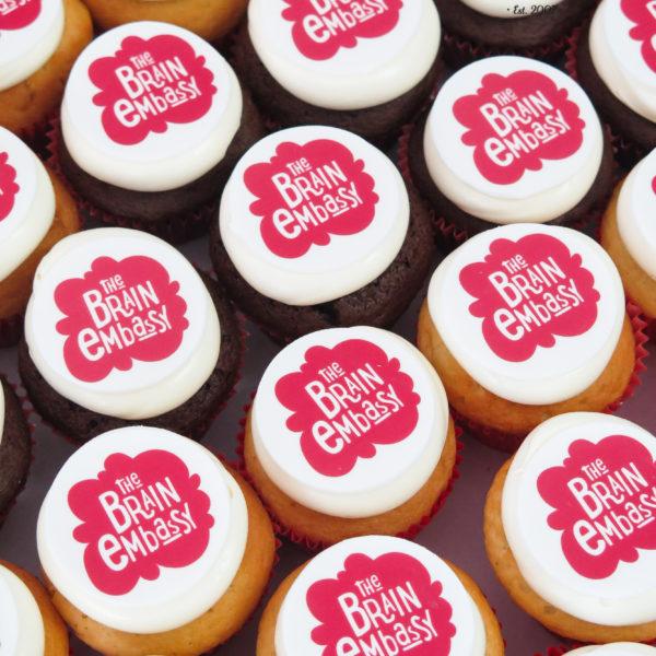F142 - muffiny firmowe, cupcakes, babeczki firmowe, dla firm, słodycze firmowe, reklamowe, personalizowane, z logo, warszawa