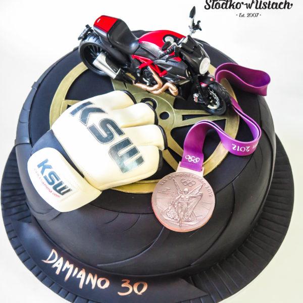 U442 - tort urodzinowy, na urodziny, artystyczny, męski, dla sportowca, hobby, pasja, sport, motocykle, ksw