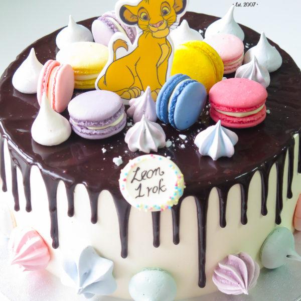 K45 - tort, drip, cake, z figurką, król lew, simba, z bezami,, bezy, bez masy cukrowej, makaroniki, urodzinowy, warszawa, z dostawą,