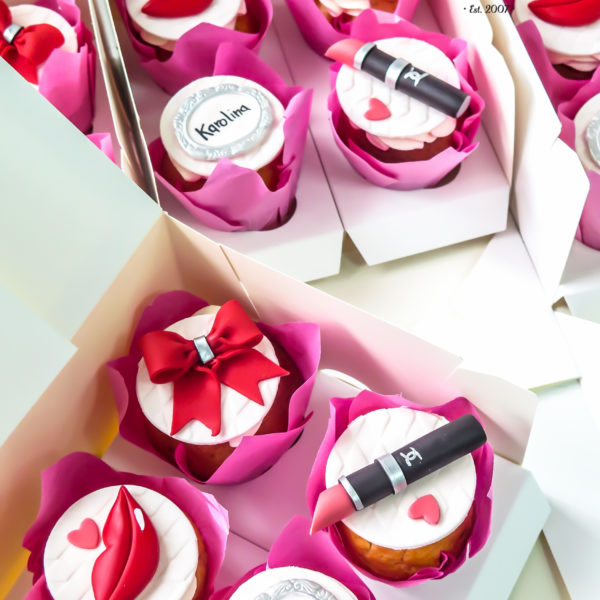 F180 - muffiny firmowe, dzień kobiet, cupcakes, babeczki firmowe, dla firm, słodycze firmowe, reklamowe, personalizowane, z logo, warszawa, z dostawą