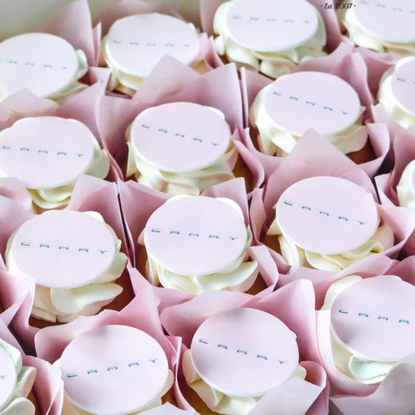 F184 - muffiny firmowe, toyota, camry, cupcakes, babeczki firmowe, dla firm, słodycze firmowe, reklamowe, personalizowane, z logo, warszawa, z dostawą