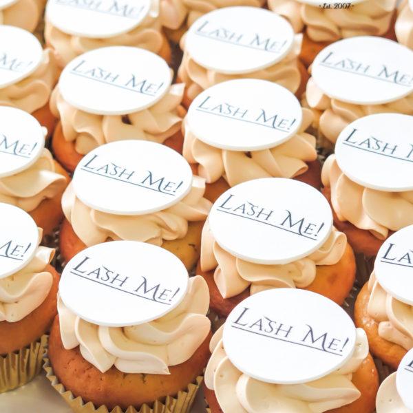 F185 - muffiny firmowe, lash me, cupcakes, babeczki firmowe, dla firm, słodycze firmowe, reklamowe, personalizowane, z logo, warszawa, z dostawą