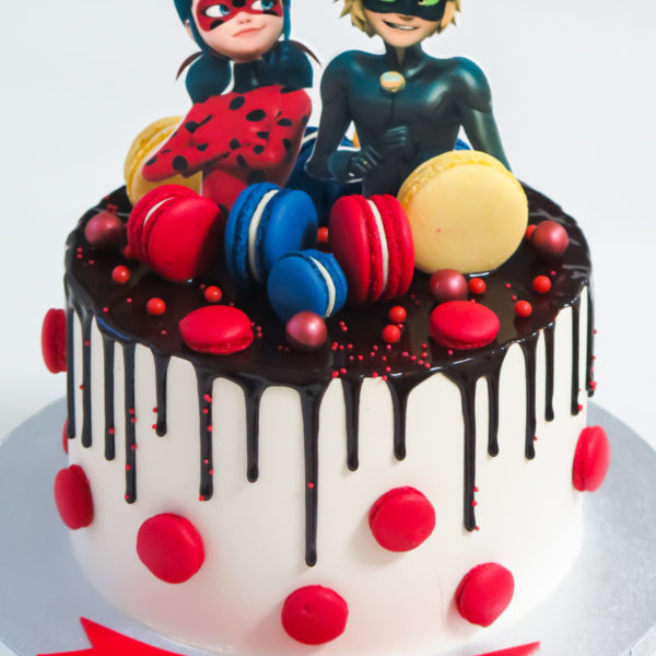 K60 - tort, drip, cake, z figurką, biedronka i czarny kot, miraculum, z bezami, bezy, bez masy cukrowej, makaroniki, urodzinowy, warszawa, z dostawą, tort z transportem warszawa, piaseczno, konstancin jeziorna, góra kalwaria