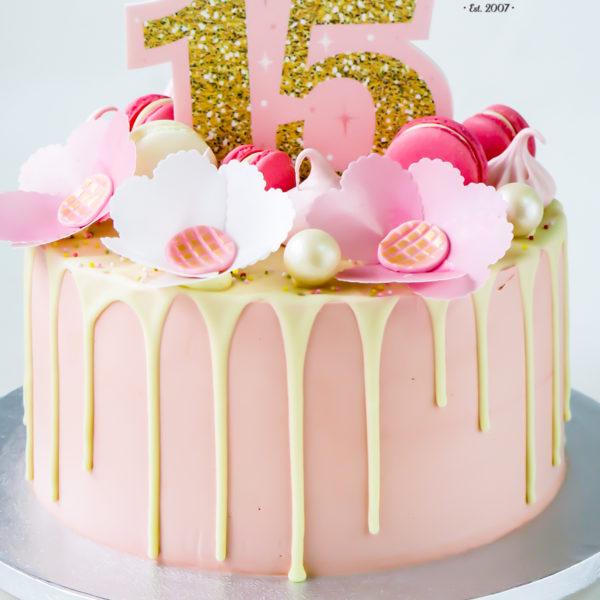 U489 - tort urodzinowy, na urodziny, dla dzieci, klasyczny, 15, sweet fifteen, bez masy cukrowej, drip, tort z dostawą, transportem warszawa, piaseczno, konstancin jeziorna, góra kalwaria, polska