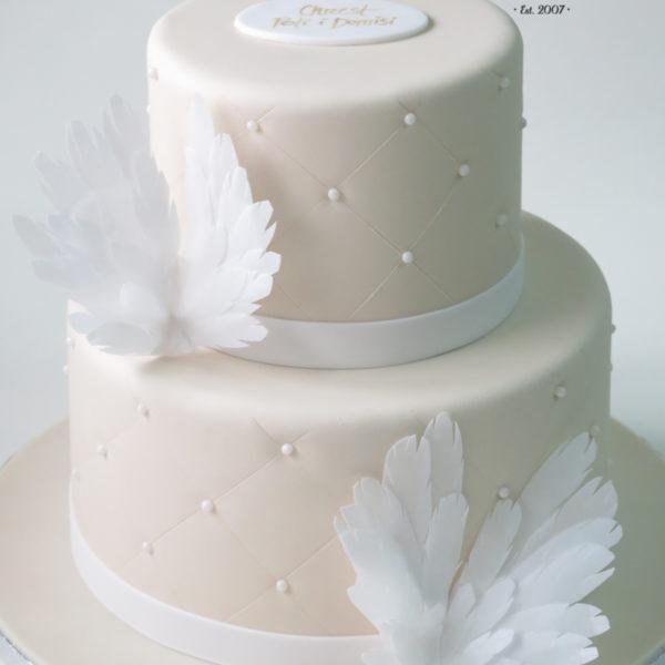 KCH79 - tort na chrzciny, chrzest, komunię, dla dziewczynki, pikowany, skrzydła, tort z dostawą, transportem warszawa, piaseczno, konstancin jeziorna, góra kalwaria