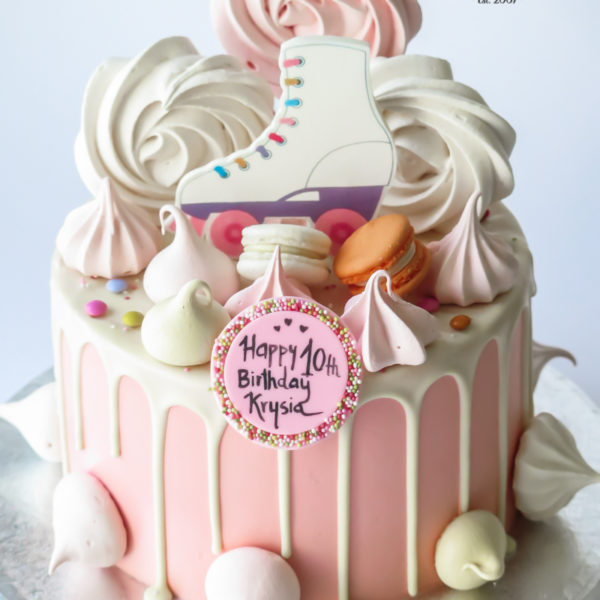 LM79 - tort urodzinowy, na urodziny, kobiecy, drip, w kremie, wrotki, dla dziewczynki, last minute, z bezami, na ostatnią chwilę, bez masy cukrowej, tort z dostawą, transportem, warszawa, piaseczno, konstancin jeziorna, góra kalwaria, wilanów