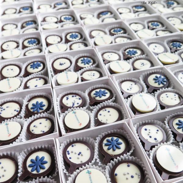 F200 - mini filiżanki, czekoladowe, praliny, dla firm, słodycze firmowe, reklamowe ,personalizowane, z logo