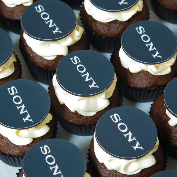 F202 - muffiny firmowe, sony, cupcakes, babeczki firmowe, dla firm, słodycze firmowe, reklamowe, personalizowane, z logo, warszawa, z dostawą