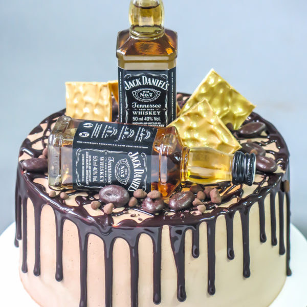U542 - tort urodzinowy, na urodziny, męski, jack daniels, dla faceta, bez masy cukrowej, w kremie, drip, warszawa, z dostawą,