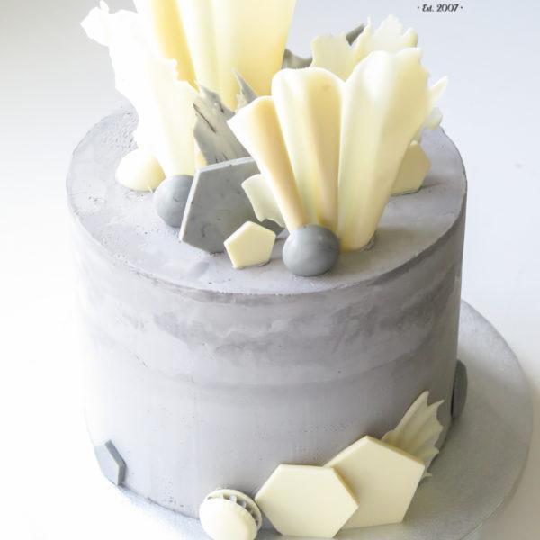 U554 - tort urodzinowy, na urodziny, artystyczny, elegancki, modernistyczny, beton cake, w kremie, bez masy cukrowej, z dostawą, transportem, warszawa, piaseczno, konstancin jeziorna, góra kalwaria, polska