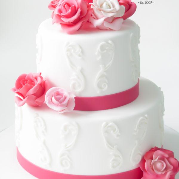 U563 - tort urodzinowy, na urodziny, artystyczny, kwiaty lukrowe, róże, ornamenty, tort z dostawą, transportem warszawa, piaseczno, konstancin jeziorna, góra kalwaria, polska