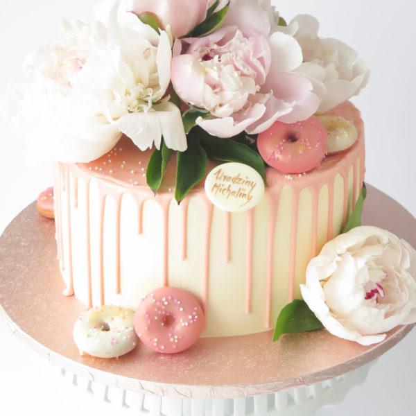 U568 - tort urodzinowy, na urodziny, artystyczny, elegancki, drip cake, piwonie, peonie, mini donuty, z kwiatami, w kremie, kobiecy, bez masy cukrowej, z dostawą, transportem, warszawa, piaseczno, konstancin jeziorna, góra kalwaria, polska