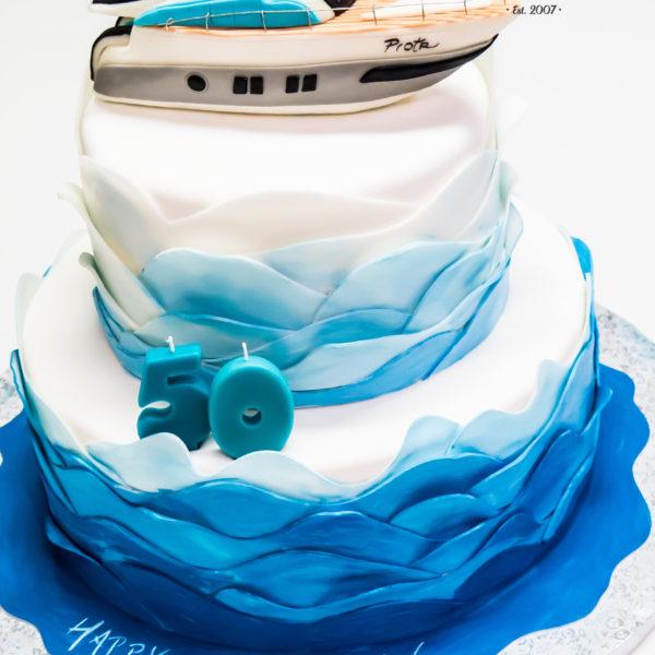 U620 - tort urodzinowy, na urodziny, dla mężczyzny, męski, artystyczny, na 50, łódka, łódź, tort, cukiernia, pracownia tortów, z dostawą, transportem warszawa, piaseczno, konstancin jeziorna, góra kalwaria, polska