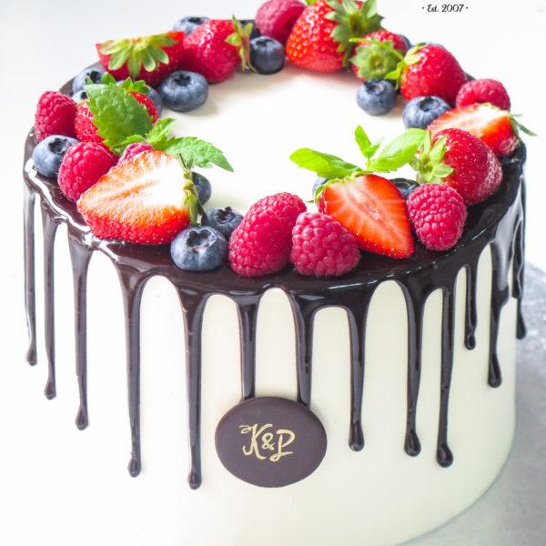 U629 - tort urodzinowy, na urodziny, w kremie, bez masy cukrowej, z owocami, drip, tort z dostawą, transportem warszawa, piaseczno, konstancin jeziorna, góra kalwaria, polska