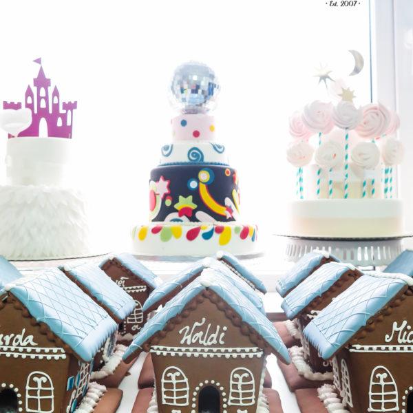 F223 - domek z piernika, pierniki, firmowe, naturalne, dla firm, słodycze firmowe, reklamowe, personalizowane, z dostawą, świąteczne, prezenty, na boże narodzenie, warszawa, piaseczno, konstancin jeziorna, polska, europa