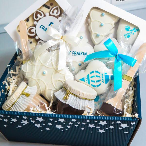 SW157 - pierniki firmowe, kosze, prezentowe, dla firm, pracowników, słodycze firmowe, reklamowe, personalizowane, warszawa, świąteczne, prezenty, z dostawą