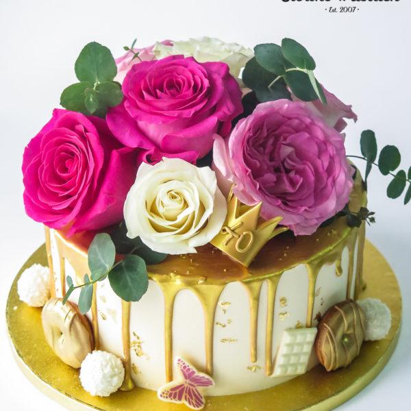 K131 - tort, z kwiatami, kwiaty, złocony, dla kobiety, żony, dziewczyny, kobiecy, drip, oblewany, bez masy cukrowej, w kremie, urodzinowy, okazjonalny, chrzciny, komunie, imieniny, najlepsze torty, z dostawą, z transportem, dowozem, cukiernia, warszawa, piaseczno, konstancin jeziorna, góra kalwaria, wilanów, otwock