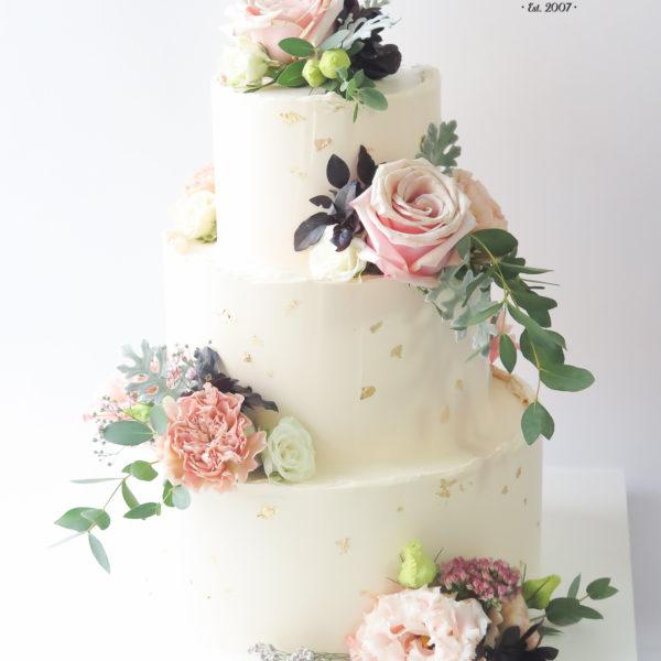 S78 - tort na ślub, wesele, ślubny, weselny, artystyczny, elegancki, wyjątkowy, złocony, ze złotem, piętrowy , bez masy cukrowej, z kwiatami, warszawa, z dostawą, transportem, cukiernia, piaseczno, konstancin jeziorna, otwock,