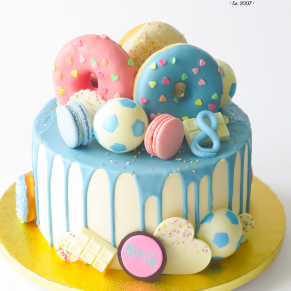 U711 - tort urodzinowy, na urodziny, artystyczny, wyjątkowy, donut, cukierki, w kremie, bez masy cukrowej, cukiernia z dostawą, transportem, dowozem, warszawa, piaseczno, konstancin jeziorna, góra kalwaria, otwock