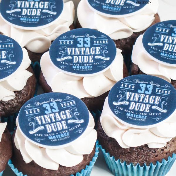 C187 - cupcakes, muffiny, urodzinowe, słodki stół, kącik, candy, bar , urodziny, personalizowane, z dostawą, prezenty, warszawa, piaseczno, konstancin jeziorna, polska,