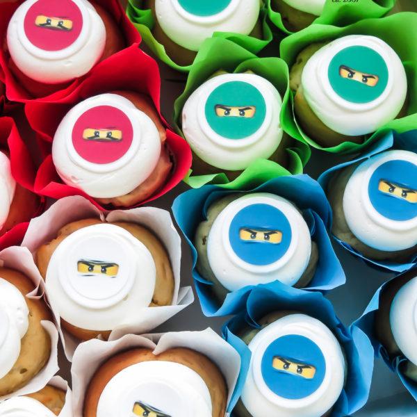 C203 - cupcakes, muffiny, urodzinowe, lego ninjago, słodki stół, kącik, candy, bar , urodziny, personalizowane, z dostawą, prezenty, warszawa, piaseczno, konstancin jeziorna, polska,