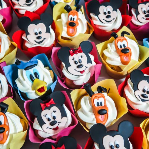 C222 - cupcakes, muffiny, urodzinowe, myszka mickey, kaczor donald, słodki stół, kącik, candy, bar , urodziny, personalizowane, z dostawą, prezenty, warszawa, piaseczno, konstancin jeziorna, polska,