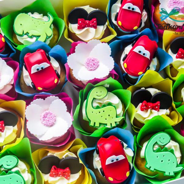 C223 - cupcakes, muffiny, urodzinowe, słodki stół, kącik, candy, bar , urodziny, personalizowane, z dostawą, prezenty, warszawa, piaseczno, konstancin jeziorna, polska,