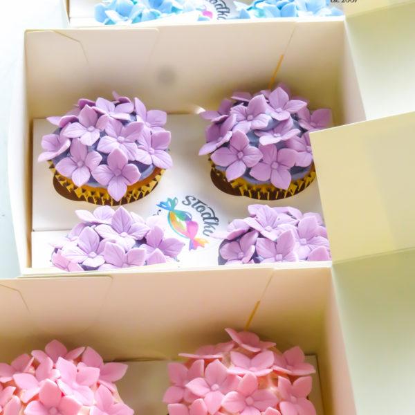 C228 - cupcakes, muffiny, urodzinowe, kwiaty, słodki stół, kącik, candy, bar , urodziny, personalizowane, z dostawą, prezenty, warszawa, piaseczno, konstancin jeziorna, polska,