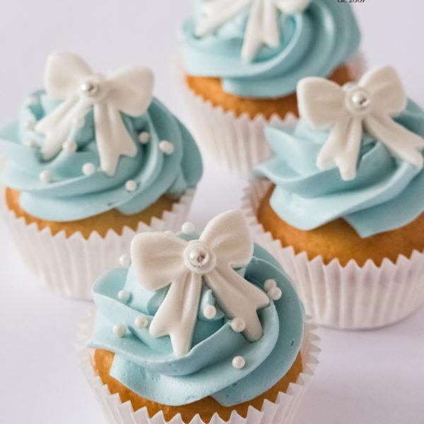 C234 - cupcakes, muffiny, baby shower, chrzciny, z kokardką, słodki stół, kącik, candy, bar , urodziny, personalizowane, z dostawą, prezenty, warszawa, piaseczno, konstancin jeziorna, polska,