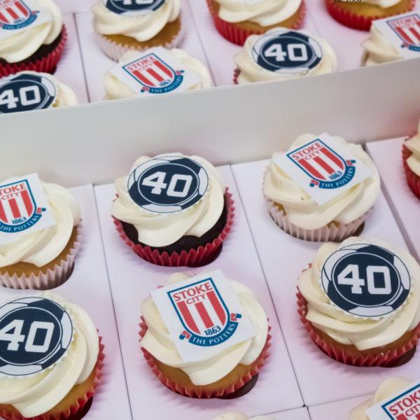 C243 - cupcakes, muffiny, urodzinowe, stoke city, słodki stół, kącik, candy, bar , urodziny, personalizowane, z dostawą, prezenty, warszawa, piaseczno, konstancin jeziorna, polska,