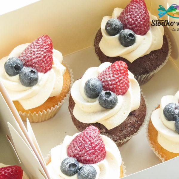 C249 - cupcakes, muffiny, urodzinowe, ślubne, weselne, owoce, z owocami, słodki stół, kącik, candy, bar , urodziny, personalizowane, z dostawą, prezenty, warszawa, piaseczno, konstancin jeziorna, polska,
