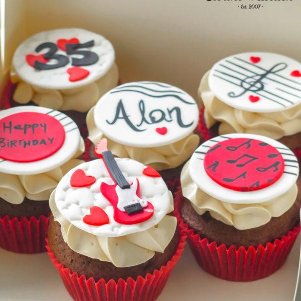 C250 - cupcakes, muffiny, urodzinowe, muzyczne, słodki stół, kącik, candy, bar , urodziny, personalizowane, z dostawą, prezenty, warszawa, piaseczno, konstancin jeziorna, polska,