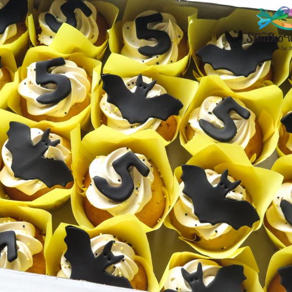 C282 - cupcakes, muffiny, urodzinowe, batman, słodki stół, kącik, candy, bar , urodziny, personalizowane, z dostawą, prezenty, warszawa, piaseczno, konstancin jeziorna, polska,