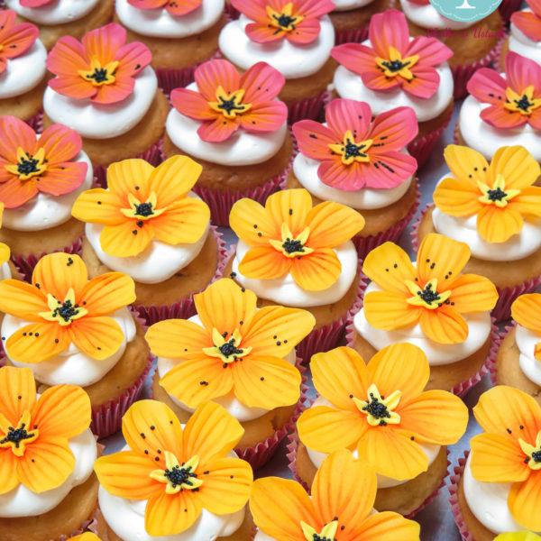 C285 - cupcakes, muffiny, urodzinowe, kwiaty, tropikalne, słodki stół, kącik, candy, bar , urodziny, personalizowane, z dostawą, prezenty, warszawa, piaseczno, konstancin jeziorna, polska,