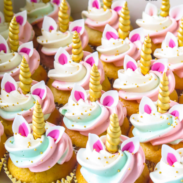 C290 - cupcakes, muffiny, urodzinowe, jednorożec, słodki stół, kącik, candy, bar , urodziny, personalizowane, z dostawą, prezenty, warszawa, piaseczno, konstancin jeziorna, polska,