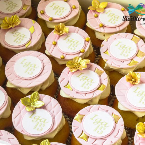 C292 - cupcakes, muffiny, urodzinowe, kwiaty, słodki stół, kącik, candy, bar , urodziny, personalizowane, z dostawą, prezenty, warszawa, piaseczno, konstancin jeziorna, polska,