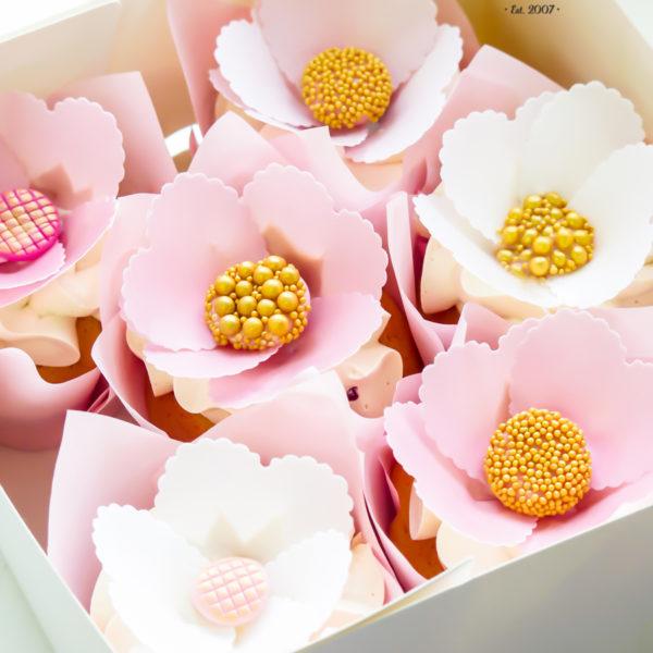 C299 - cupcakes, muffiny, urodzinowe, wesele, ślub, kwiaty, słodki stół, kącik, candy, bar , urodziny, personalizowane, z dostawą, prezenty, warszawa, piaseczno, konstancin jeziorna, polska,