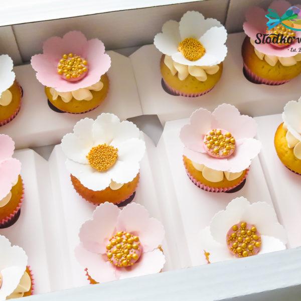 C303 - cupcakes, muffiny, urodzinowe, kwiaty, słodki stół, kącik, candy, bar , urodziny, personalizowane, z dostawą, prezenty, warszawa, piaseczno, konstancin jeziorna, polska,