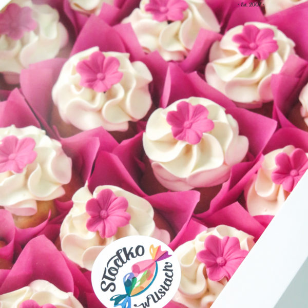 C315 - cupcakes, muffiny, urodzinowe, kwiaty, walentynki, dzień kobiet, słodki stół, kącik, candy, bar , urodziny, personalizowane, z dostawą, prezenty, warszawa, piaseczno, konstancin jeziorna, polska,